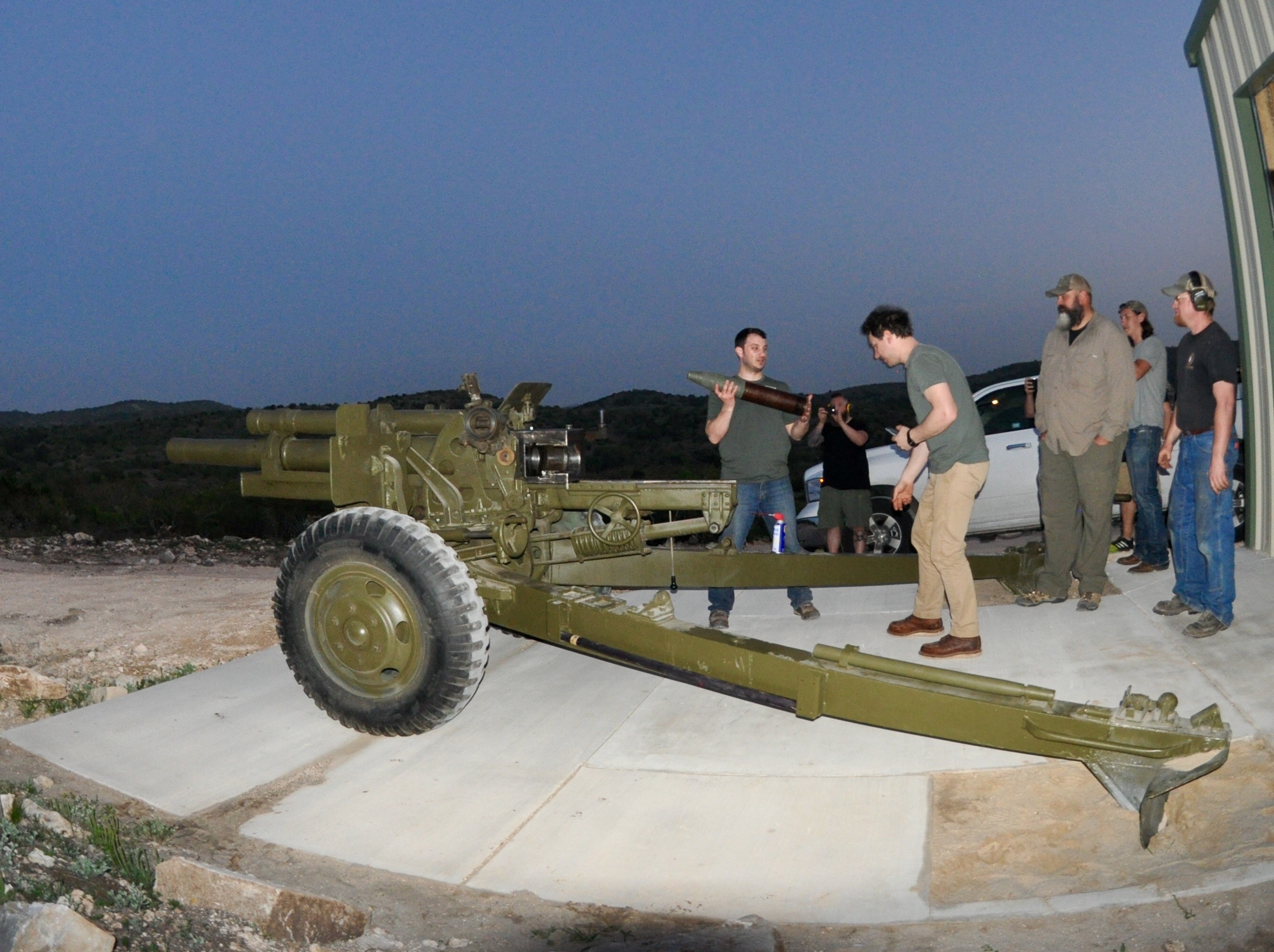 105-mm-howitzer-group
