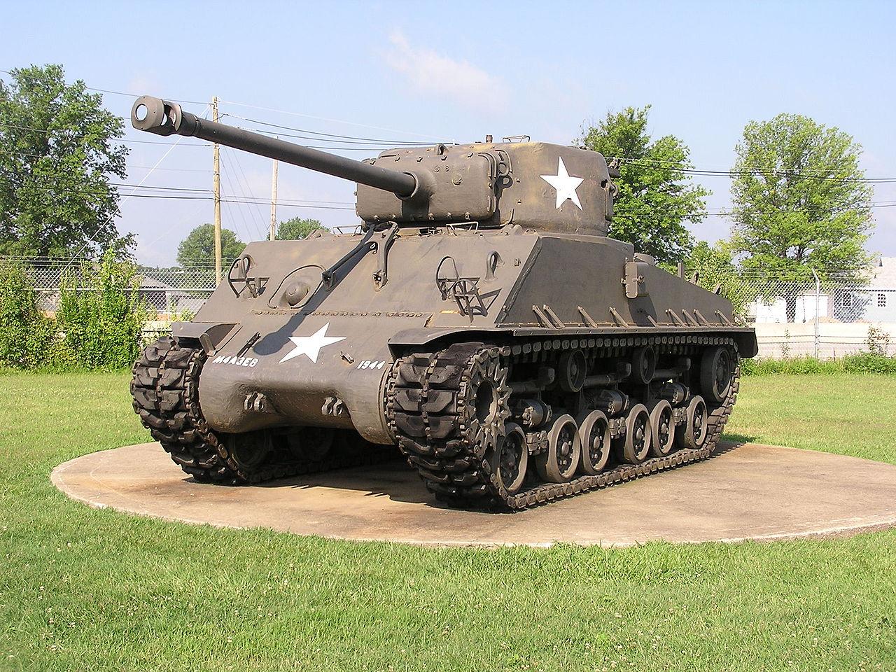 1280px-TankshermanM4