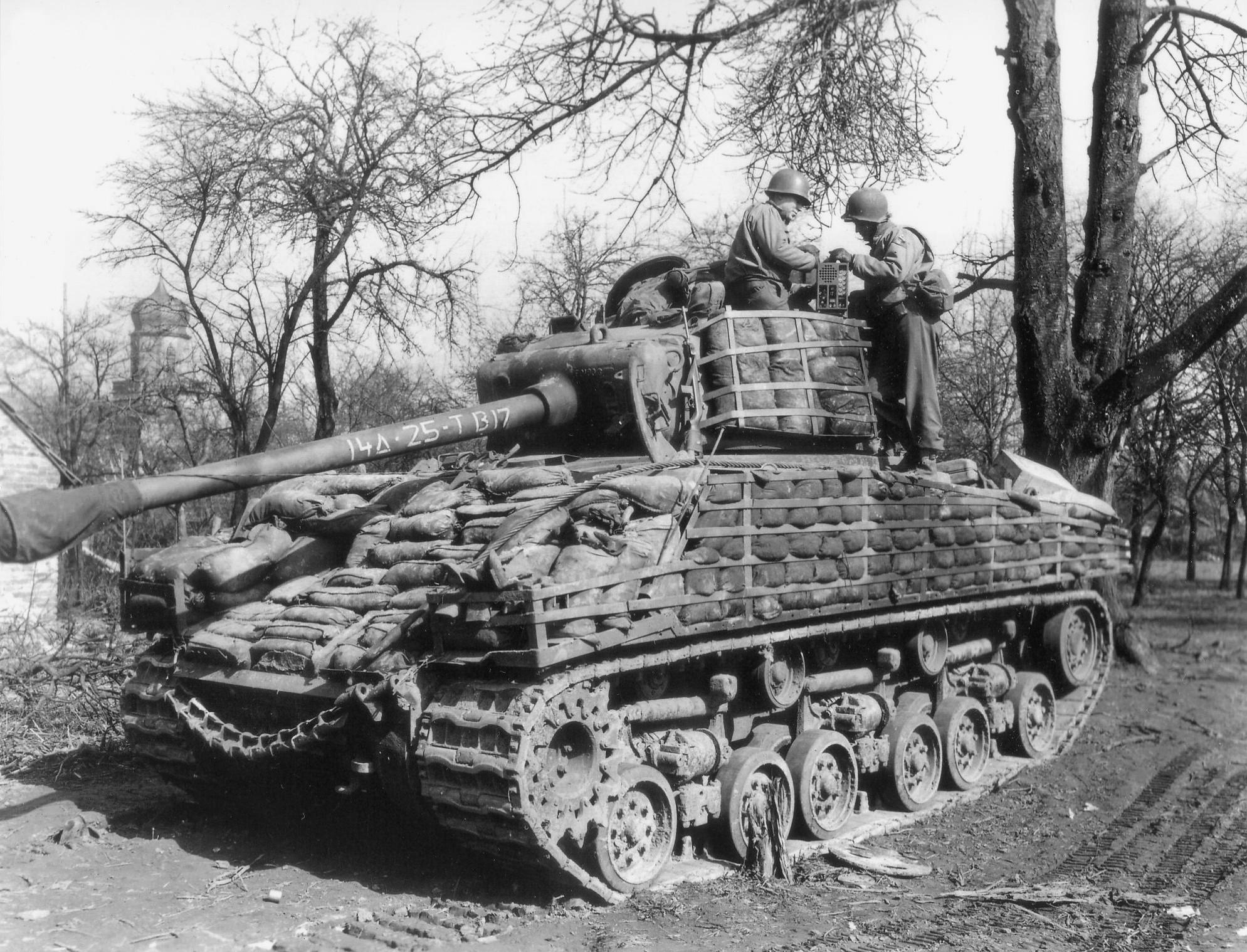 14AD_M4A3_Sherman_03_1945