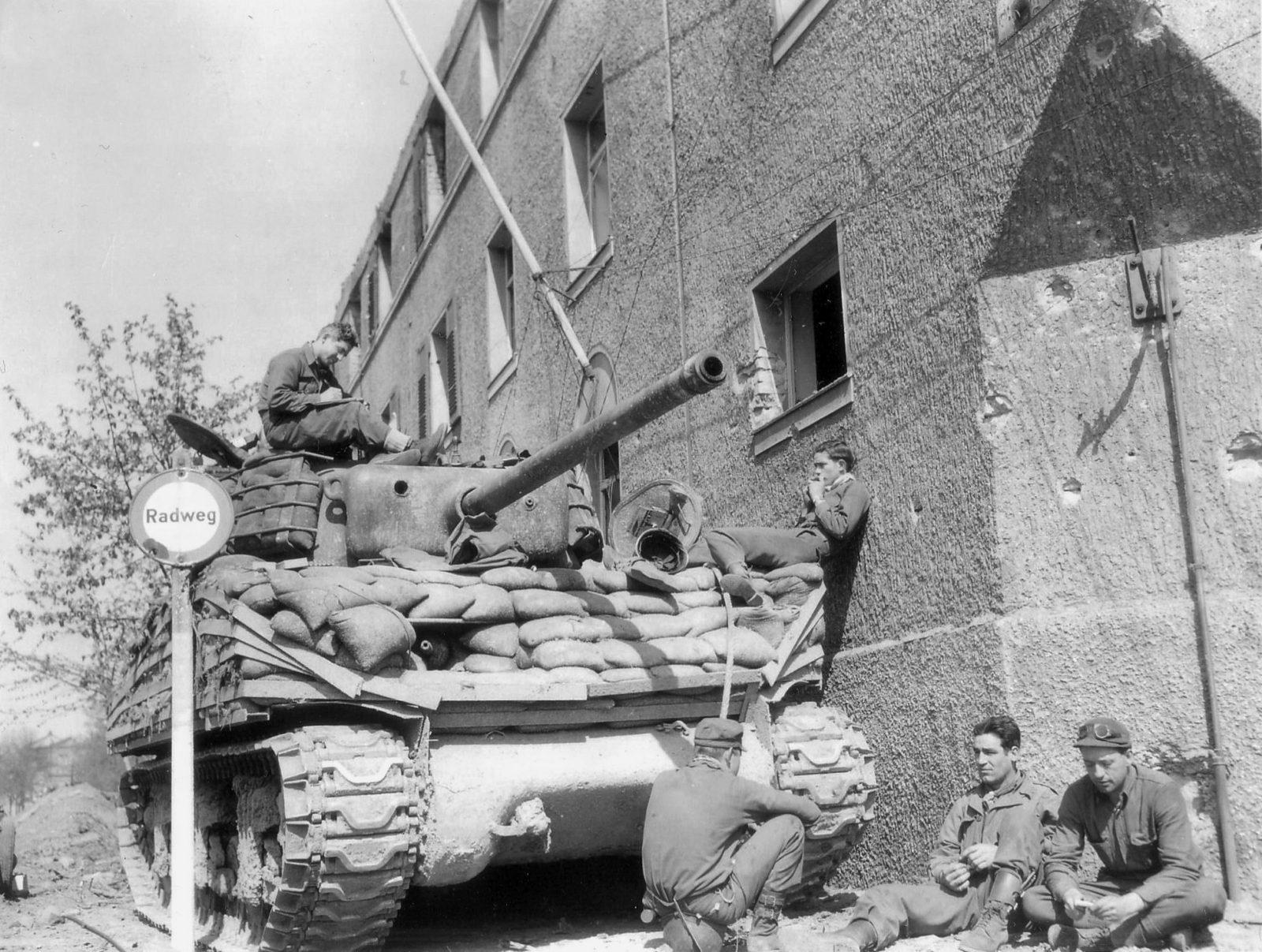 14AD_M4A3_Sherman_05_1945