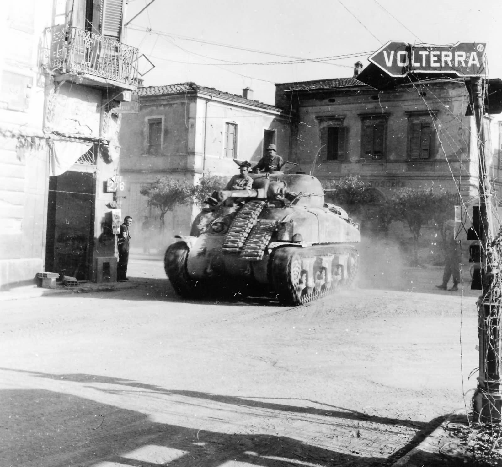 1st_Armored_Division_M4_Sherman_Ponsacco_Italy_Gothic_Line_1944