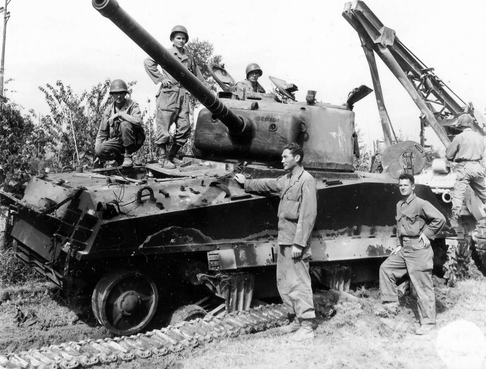 1st_Armored_Division_M4_Sherman_with_Shaken_Crew_Gothic_Line_Italy_1944