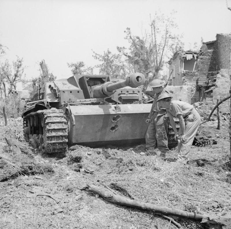 British_troops_examine_a_knocked-out_German_StuG_III_assault_gun_near_Cassino,_Italy,_18_May_1944._NA15178