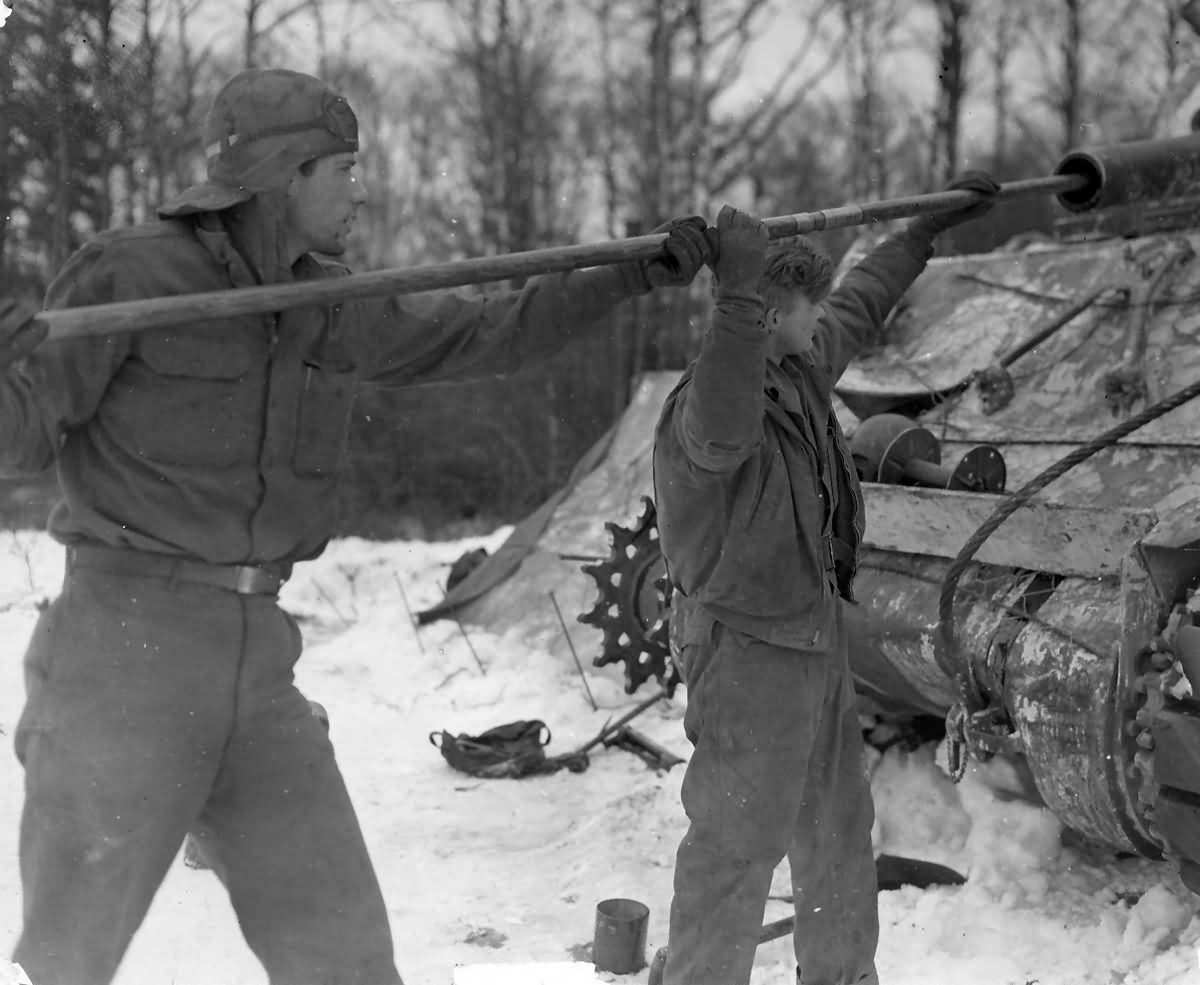 M4_Sherman_Tank_soldiers_cleaning_105mm_gun_Luxembourg_1945