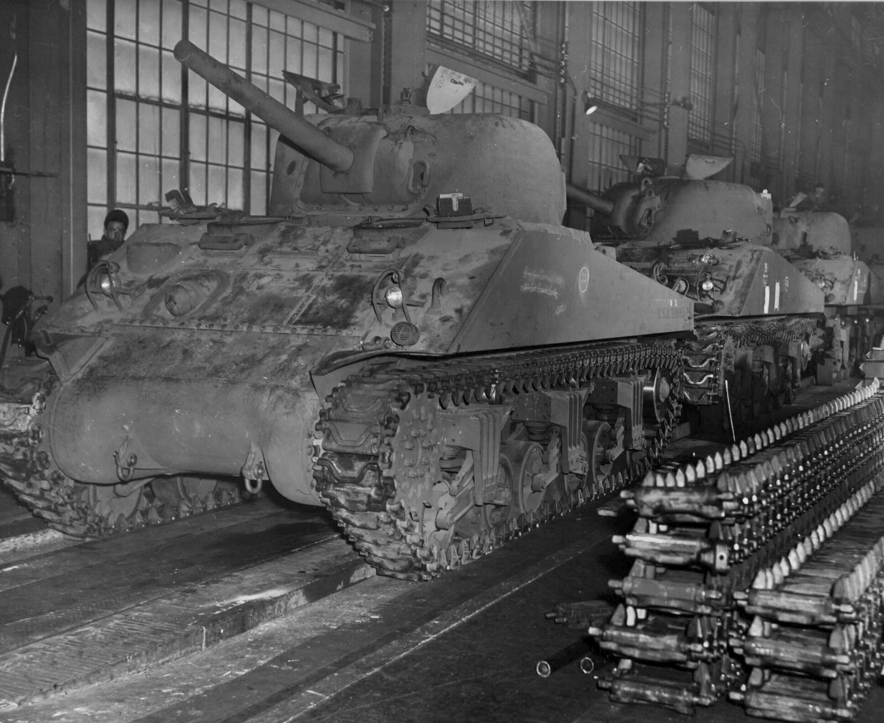 Sherman m4a2 being built at Alco