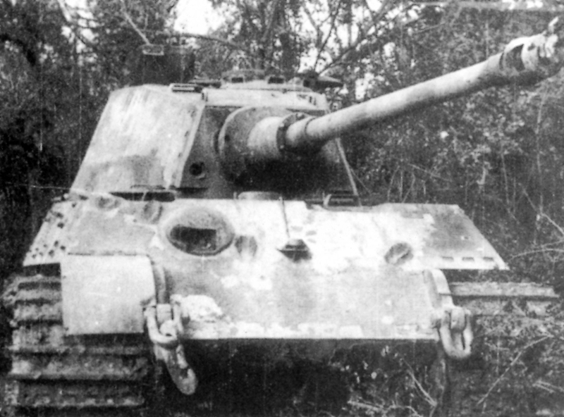 Tiger_II_punctured_in_front_turret