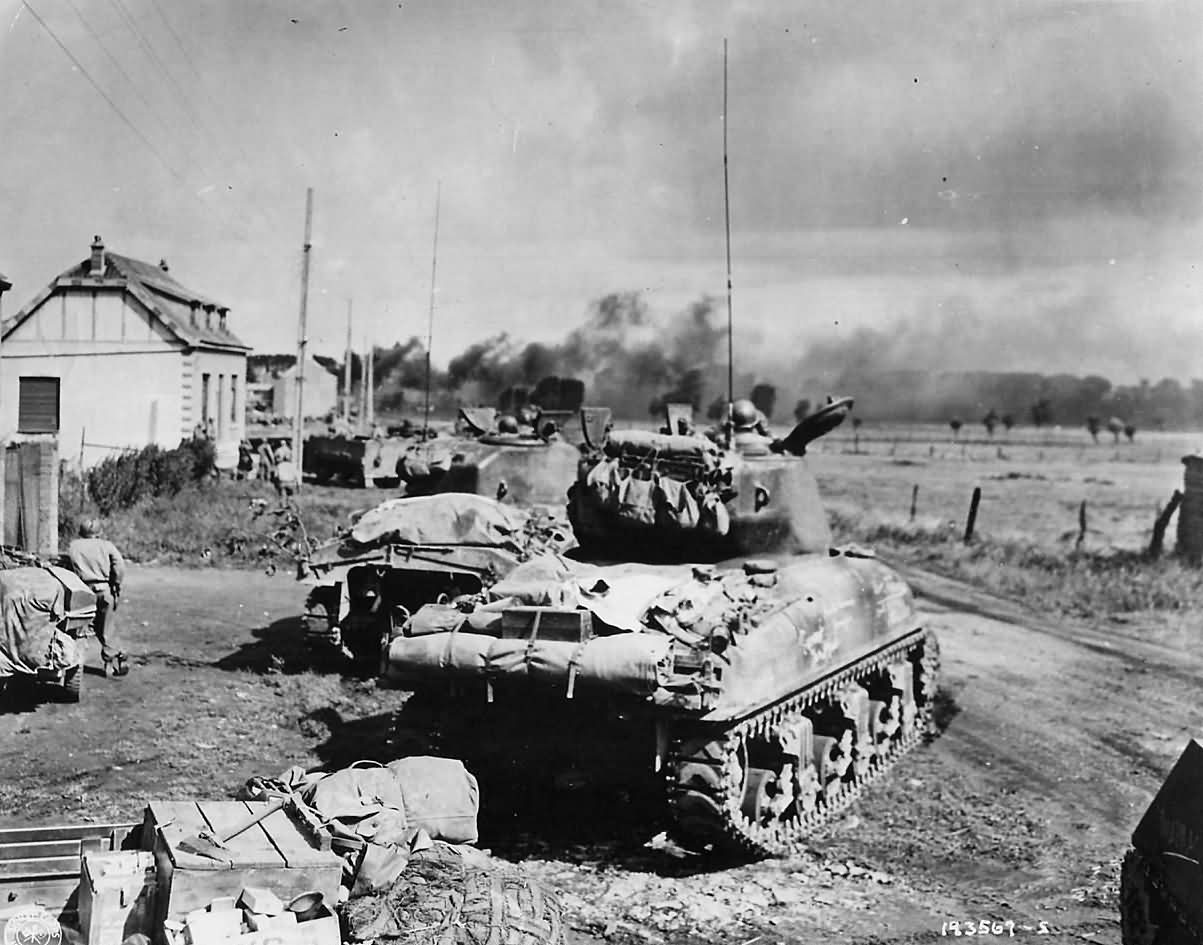 US_3rd_Armored_Division_M4_Sherman_Tanks_in_Action_in_Belgium_1944