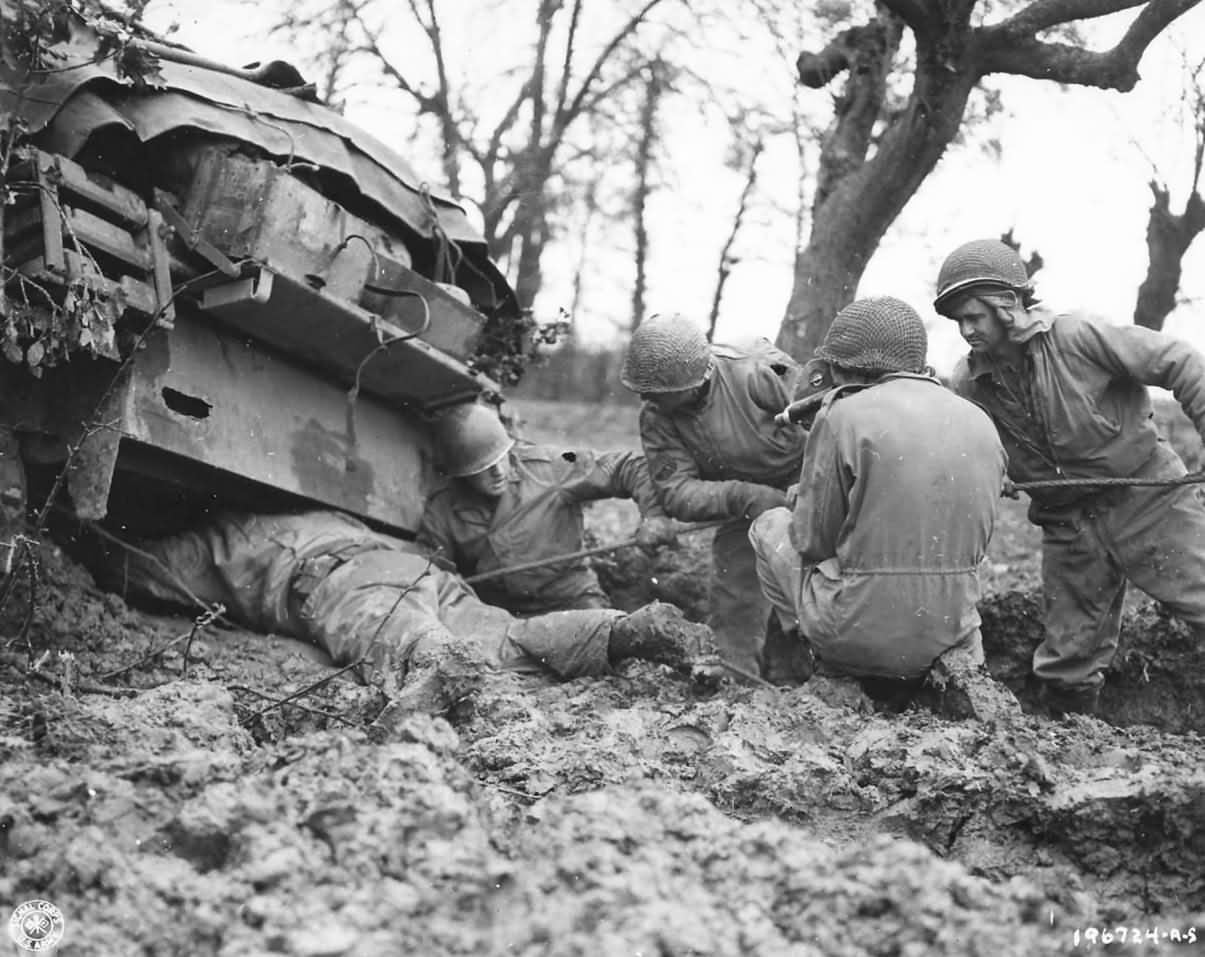 9th_Army_Troops_Rescue_M4_Sherman_Tank_from_Mud_1944 (1)