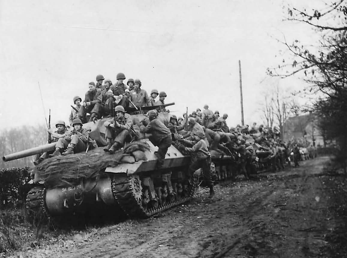 30th_Infantry_Division_And_823rd_Tank_Destroyer_Battalion_M10_Germany_1945
