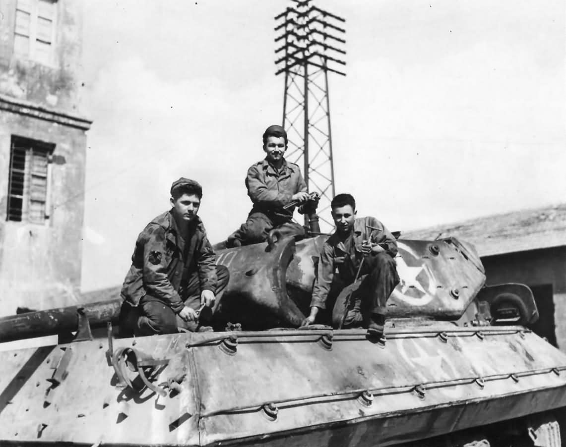 Crew_Of_A_Us_Army_Repair_Unit_Working_On_A_Shell-Damaged_Tank_Destroyer_At_An_Ordnance_Depot_Near_Anzio_Italy_1944