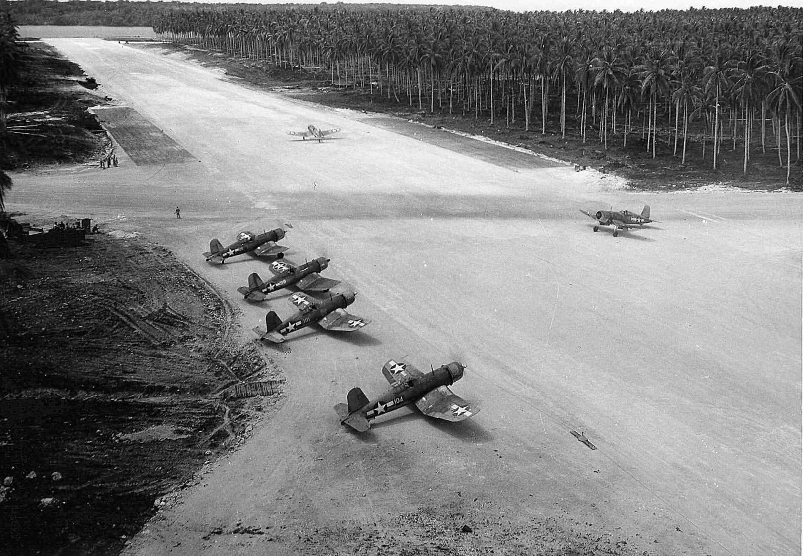 F4U_Corsairs_VMF-222_Russell_Islands_Sep