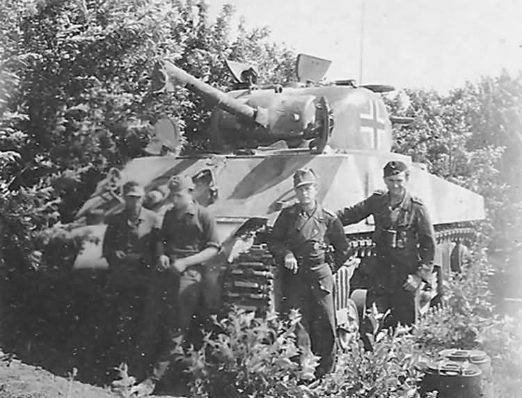 German_M4_Sherman_and_crew