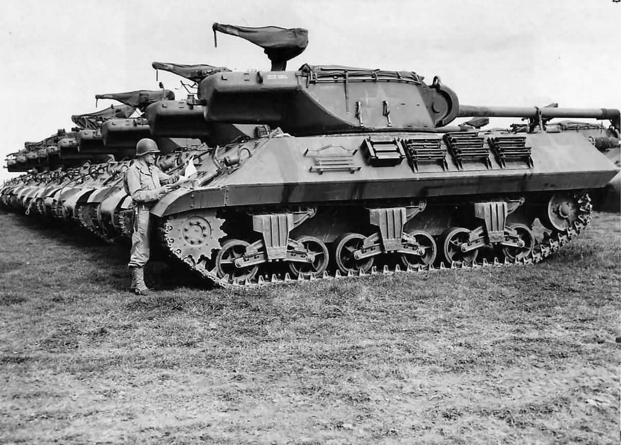 Line_of_M36_Tank_Destroyers_at_Repair_Depot_in_France_1944