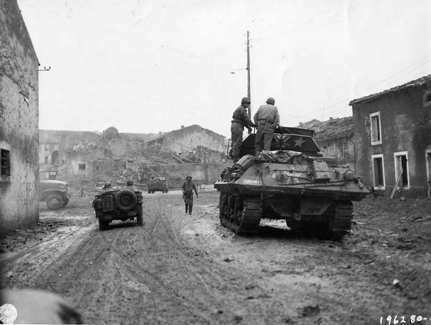 M10_Tank_Destroyer_And_Jeep_Enter_Fresnes_France_1944