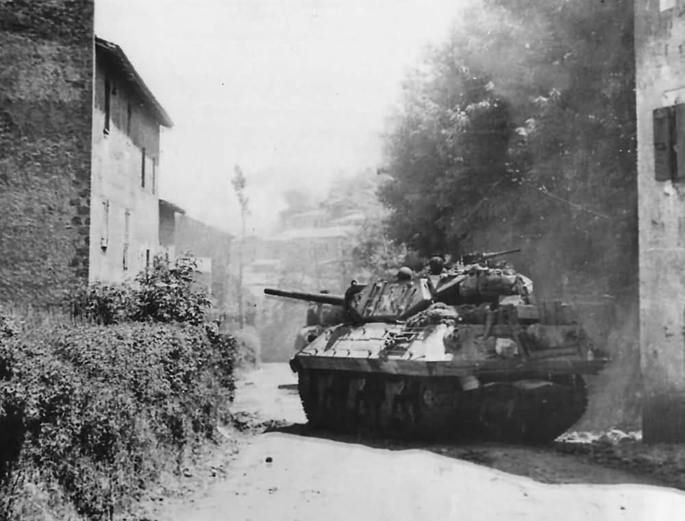 M10_Tank_Destroyer_Moves_Into_Artena_Italy_1944