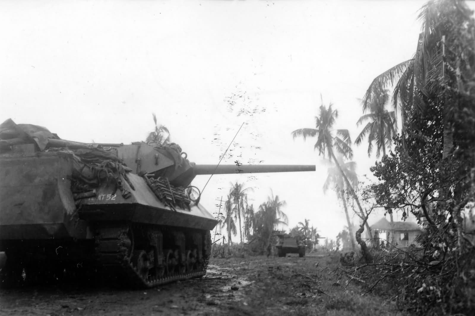 M10_Wolverine_77th_Infantry_Division_Leyte_Island_1944