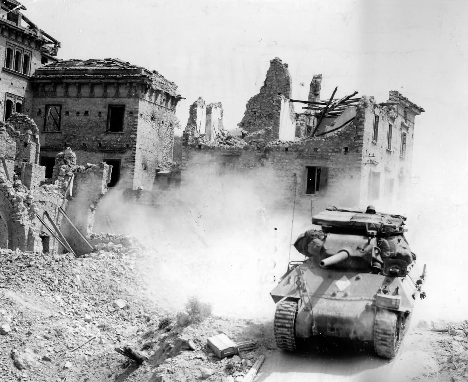 M10_Free_French_3rd_Algerian_Division_In_Omia_Italy_1944