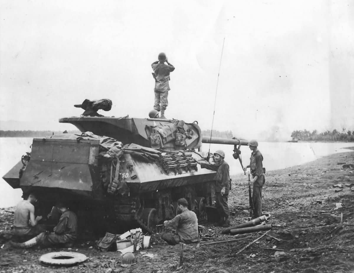 M10_Wolverine_Tank_Destroyer_77th_Infantry_Division_632_Bn_Ormoc_Leyte_Philippines_December_1944