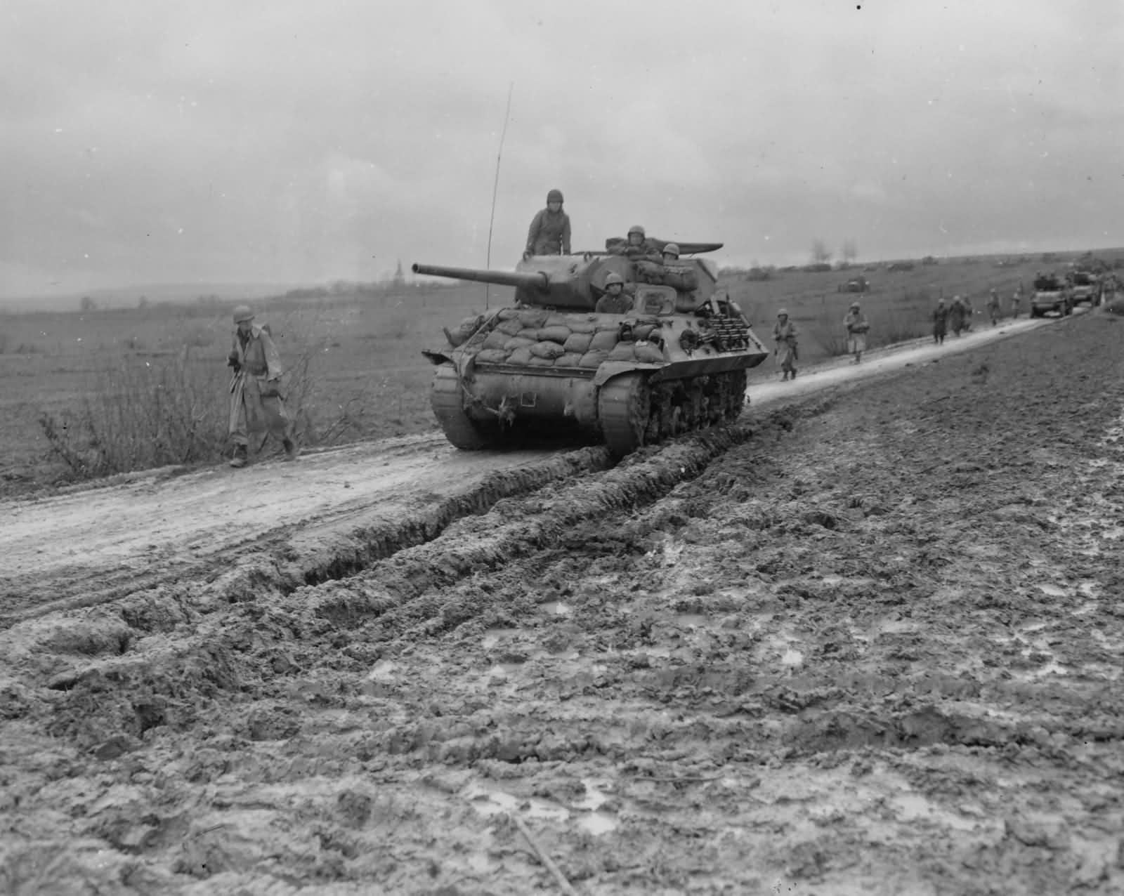 M10_Wolverine_Tank_Destroyer_Halloville_France_November_1944