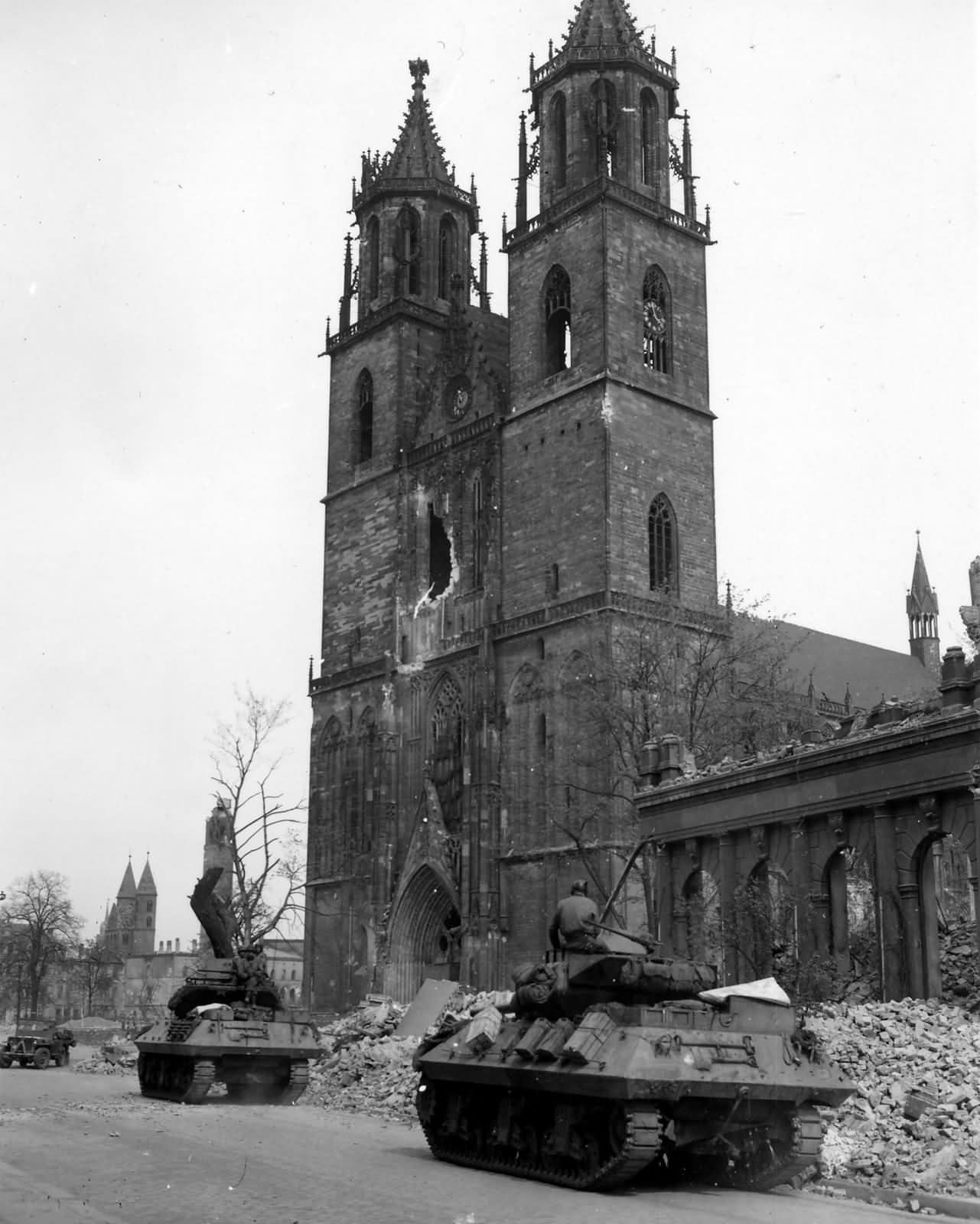 M10_Wolverine_Tank_Destroyers_30th_Infantry_Division_Magdeburg_Germany_1945