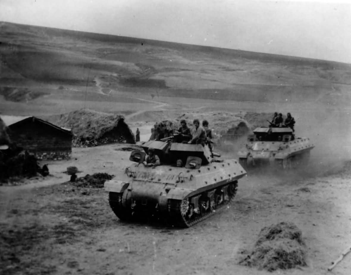 M10_Wolverine_Tank_Destroyers_Head_For_Front_In_Tunisia_1943