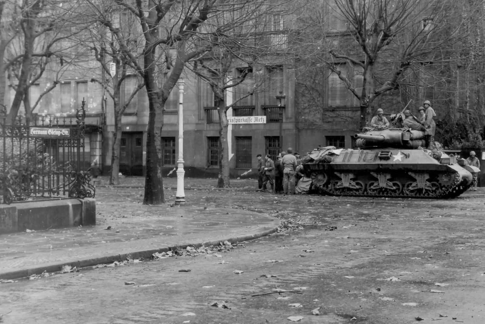 M36_Jackson_in_the_streets_of_Metz_November_21_1944
