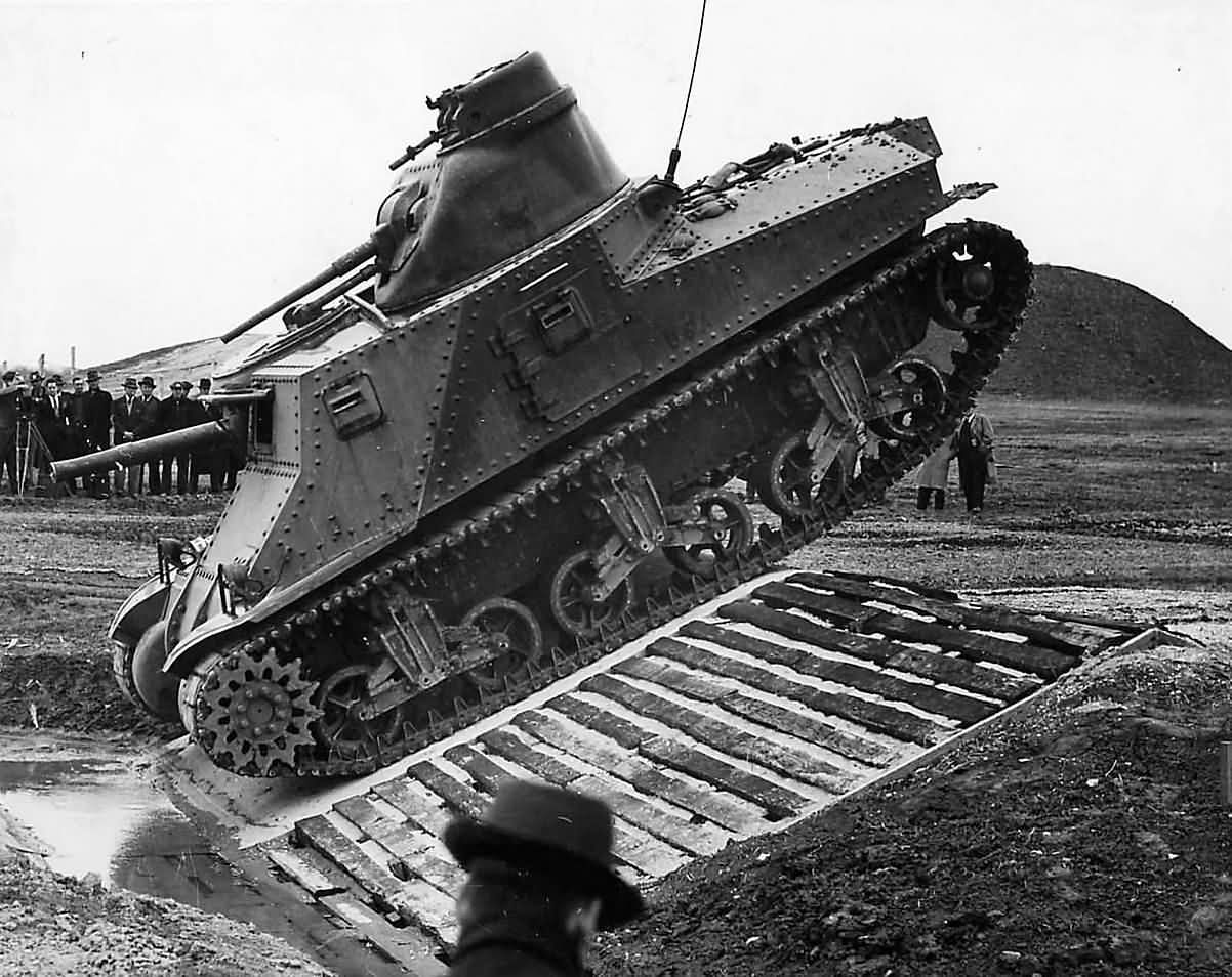 M3_Lee_Tank_Prototype_At_Aberdeen_Proving_Ground_1941 (1)