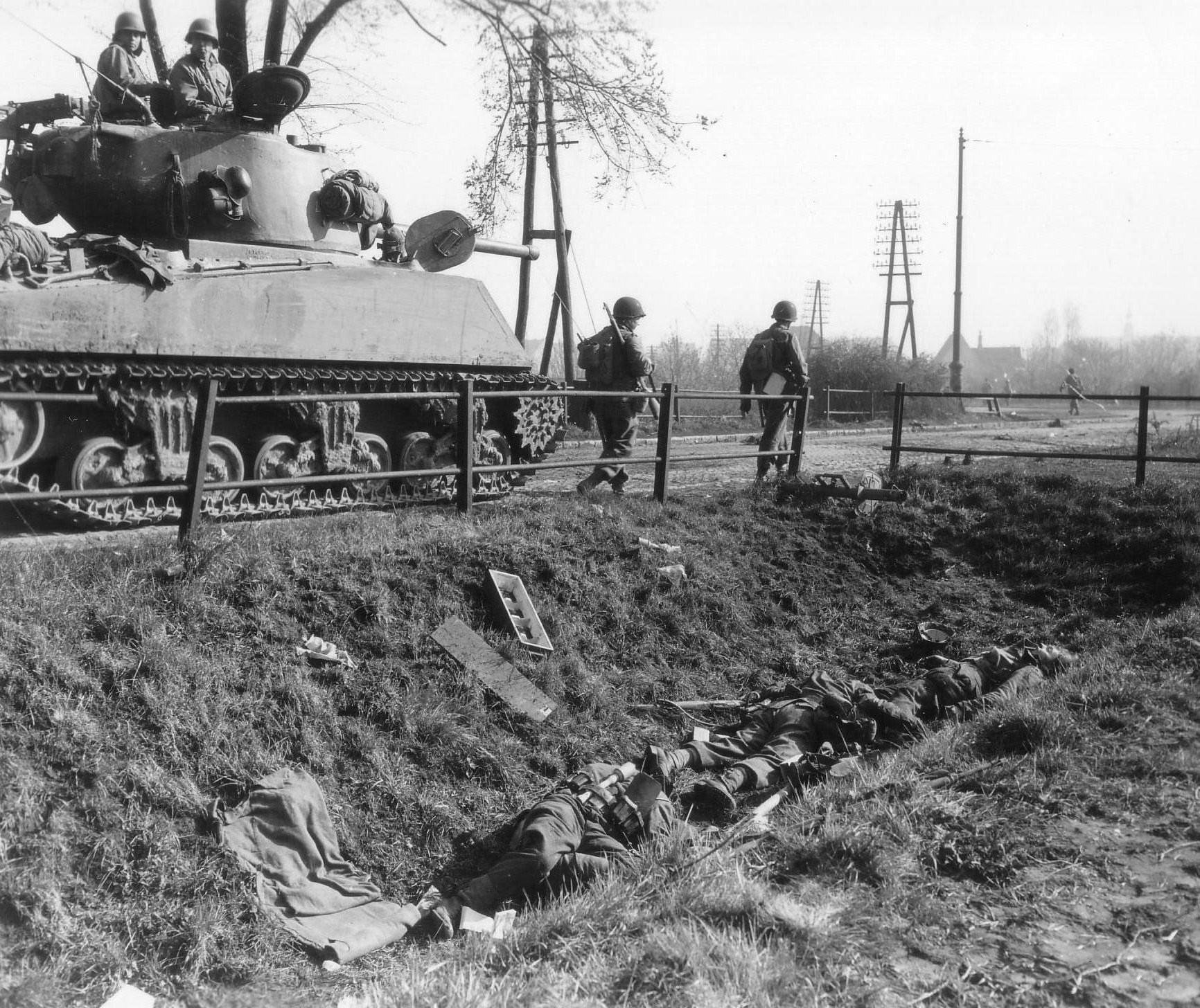 M4A3_Sherman_Panzerschreck_1945