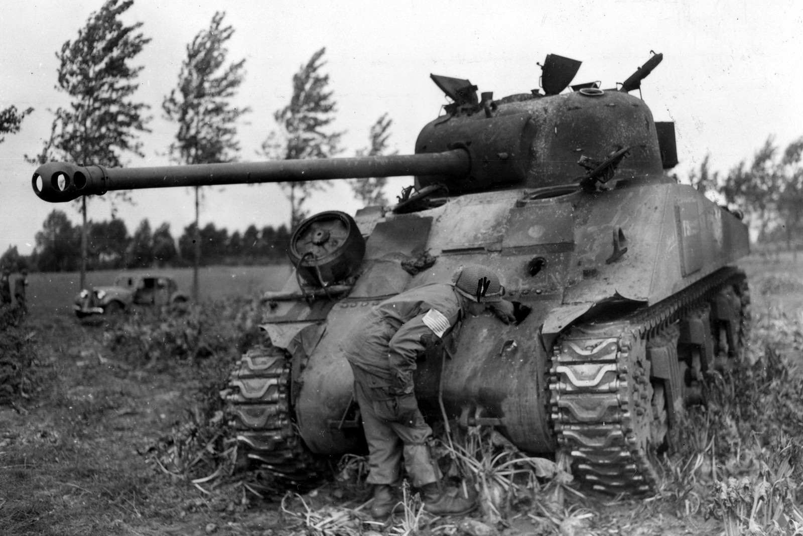 Sherman_Firefly_1944