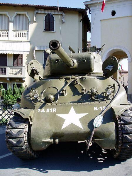 M4A1(76)w Sherman Tank Minecraft Map